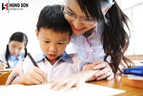 Giáo viên dạy ở trường công lập có được phép dạy thêm ở bên ngoài không?