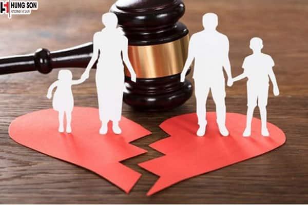 Khi chồng ngoại tình có thể khởi kiện hay không ?