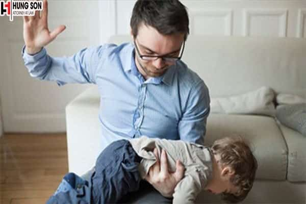 Bố mẹ đánh con thì có bị xử phạt không?