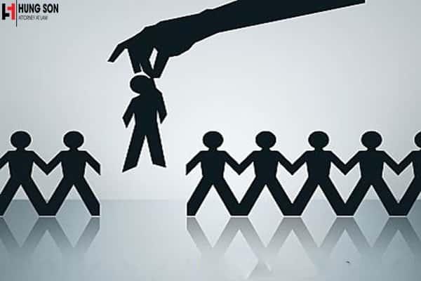 Được phép sa thải người lao động khi người lao động đang được hưởng chế độ tai nạn lao động hay không?