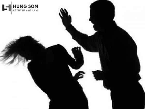 Bị chồng ngược đãi là điều kiện có thể ly hôn đơn phương