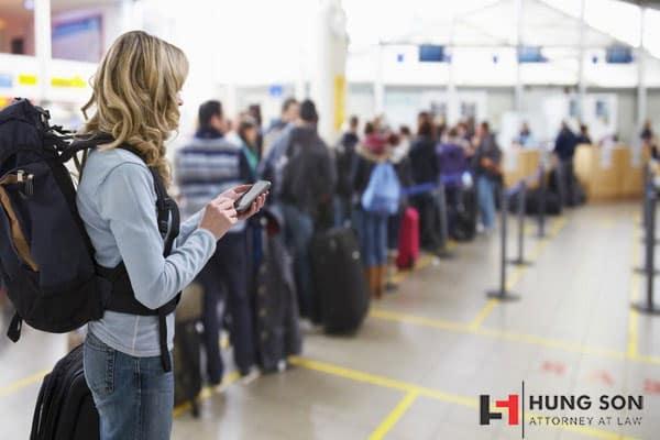 Đến sớm so với giờ bay được ghi trên vé máy bay để có thời gian làm thủ tục