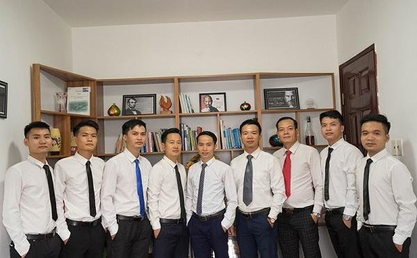 Đội ngũ hỗ trợ đăng ký nhãn hiệu cho dịch vụ viễn thông chuyên nghiệp tại Luật Hùng Sơn