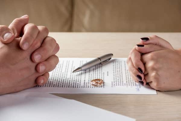 Quy trình, thủ tục ly hôn thuận tình khi chồng ở nước ngoài