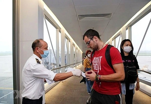 Điều kiện và thủ tục cần có cho người nước ngoài nhập cảnh vào Việt Nam